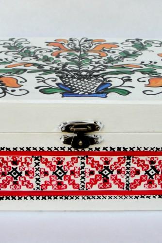 """Cutie pentru bijuterii """"Red Traditional Designs"""""""