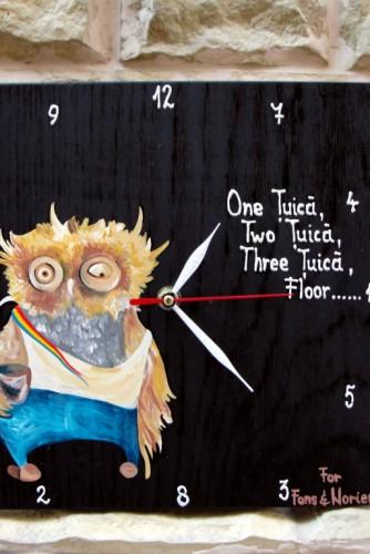 "Ceas de perete ""Drunk Owl"""